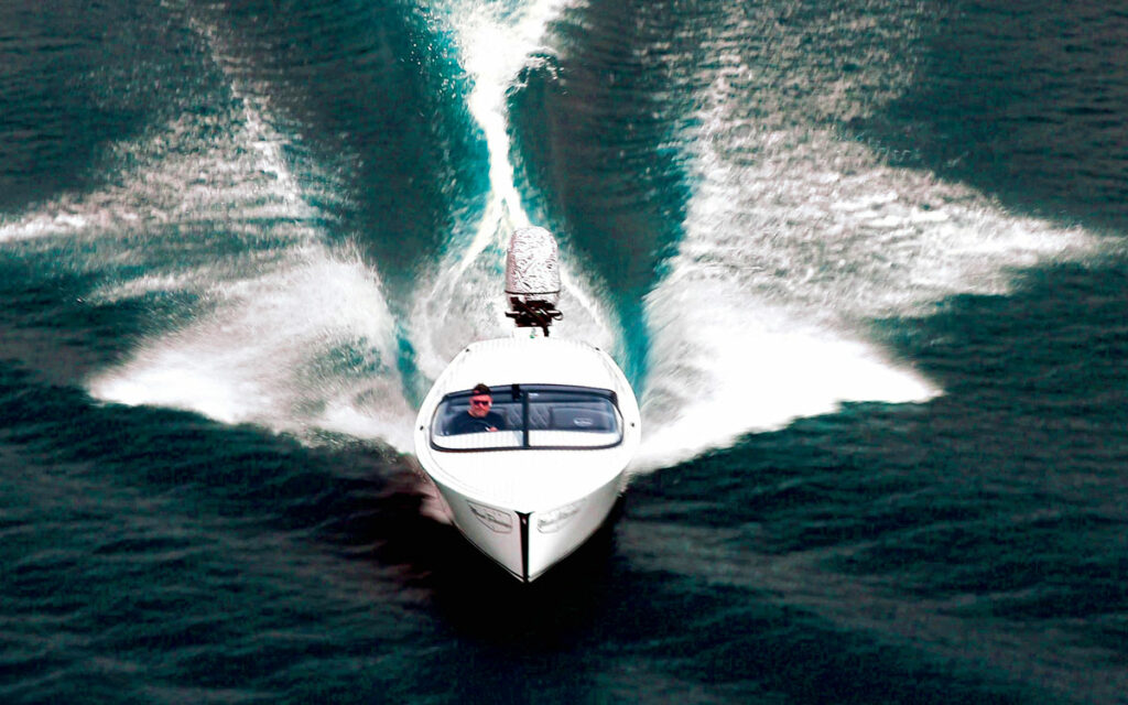E-Motion 180 in action with powerboat cruising forwards