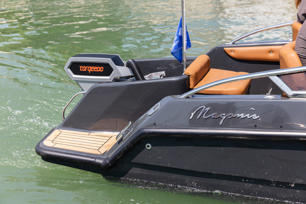 Magonis Wave e-550 electric motor from side