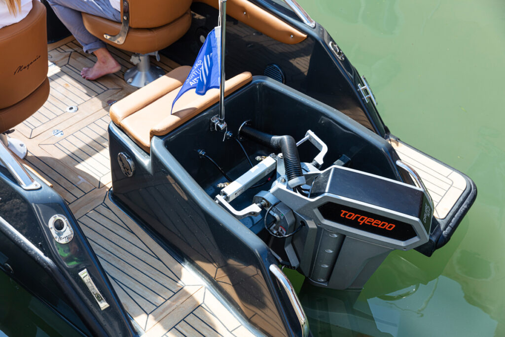 Magonis Wave e-550 electric motor close up
